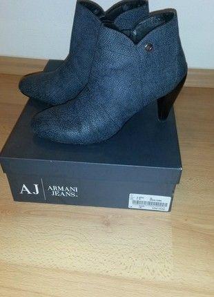 Kupuj mé předměty na #vinted http://www.vinted.cz/damske-boty/kotnikove-boty/10514552-luxusni-boty-armani-jeans-na-nizsim-podpatku