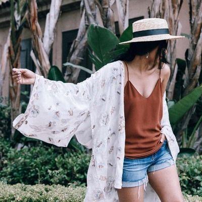Photo: walkinwonderland on ig  Hem plajda hem de şehirde kurtaıcı parça kimonolardan en beğenilenleri sizin içni seçtik. ☀️ https://brand-store.com/main/editorden/yaz-klasiklerinden-kimono/325 #kimono# trend #summer #yaz #moda