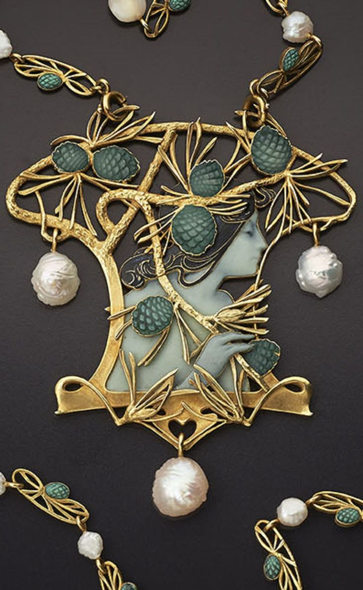 René Lalique - An Art Nouveau gold, enamel and pearl necklace, Paris, 1899-1900. Centred with a profile portrait of a woman. The unusually long chain is set with baroque pearls alternating with pierced gold motifs. Can also be worn as a brooch. 8.8cm long. Signed LALIQUE. #Lalique #ArtNouveau