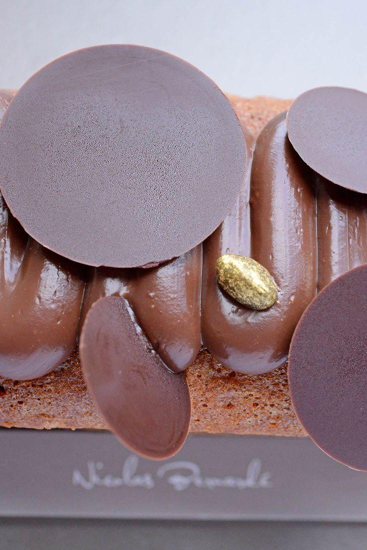 Cette semaine, randonnée gustative sur les flancs de l'Etna, le volcan sicilien sur lequel poussent les célèbres pistaches de Bronte, dont la saveur inimitable est la clé de notre gâteau de voyage à la pistache de Bronte et au chocolat. #NicolasBernardé #PâtisserieDuSamedi #PDS #dessert #cake #gourmand #gourmet #teatime #Frenchpastry #pistache #pistachedeBronte #pistachio #chocolat #chocolate #chocolatelover #chocoaddict #gâteau #LaGarenne #Colombes #goûter #tarte #pie #glutenfree #poundcake