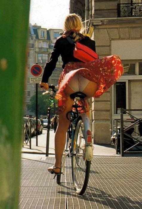 """Don't expect anything of this high quality from our Macedonian women. """"There is a saying - She's all fur coat and no knickers. Well, this lady is not one of those - very stylish right down to where it counts most - today!"""" Thanks to Oliver for sharing this pin. MAKETRAX.net - Bicycle STYLE RIDERS"""