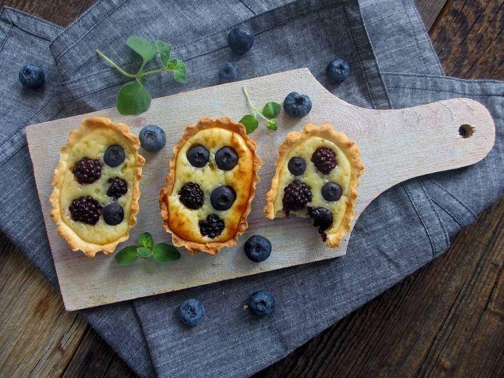 152 отметок «Нравится», 9 комментариев — Елена (@loka_cook.onlyfood) в Instagram: «Тарталетки с ягодами и сырным кремом.  Любимое ягодное сочетание в августе - голубика + ежевика💜 А…»