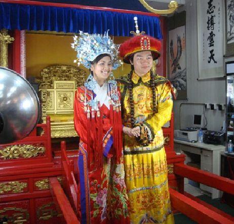 Bride and Groom Wearing The Traditional Chinese Wedding Attire  Keywords: #weddings #jevelweddingplanning Follow Us: www.jevelweddingplanning.com  www.facebook.com/jevelweddingplanning/