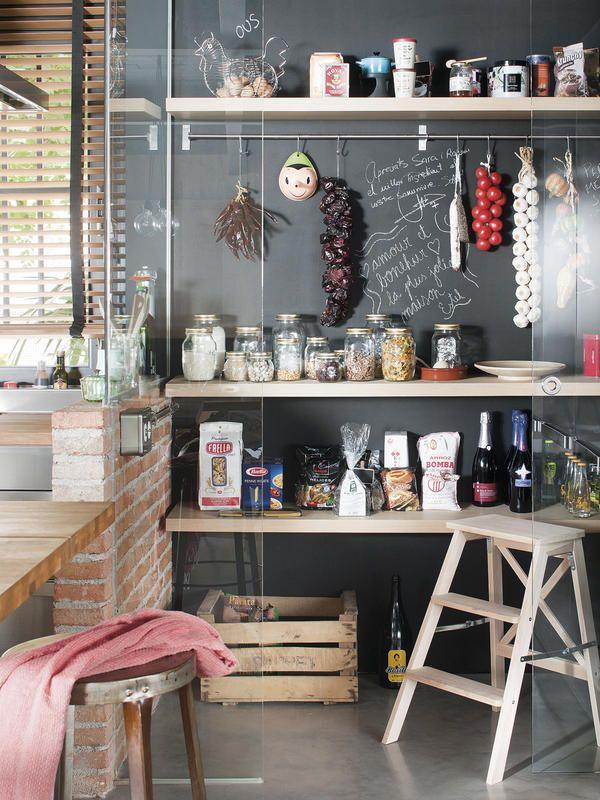 Despensas en orden Hazte con un hueco en la cocina y organiza el menaje y los alimentos en baldas, botes o cajas.