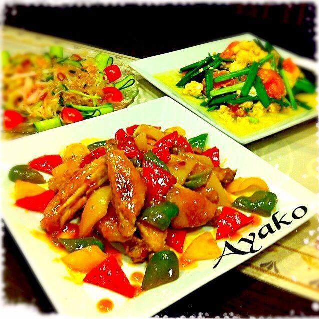 酢で煮るから、短時間でも身がホロホロに♪照り照りで、めちゃ美味しい 美味しくコラーゲンたっぷりレシピで、美肌を目指しましょ〜(≧∇≦) - 217件のもぐもぐ - 鶏手羽とピーマンの黒酢煮、トマトとニラの卵炒め、中華くらげのサラダ by ayako1015