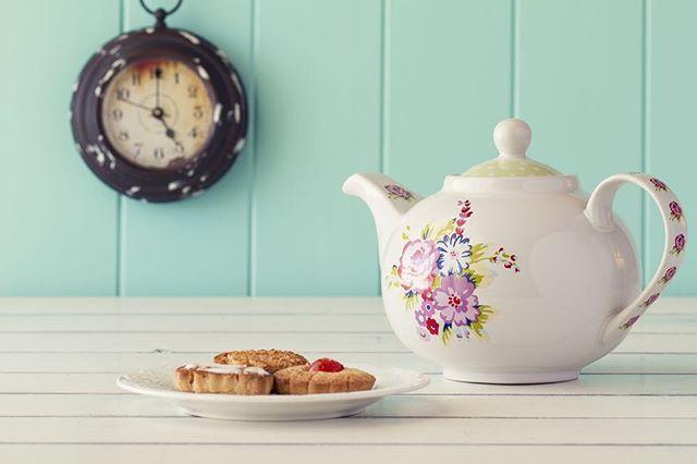 😍☕️🍪 #milliyet #milliyetemlak #foodie #foodstagram #tea #tealover #teapot #rest #retro #clock #saat #çay #sunumönemlidir