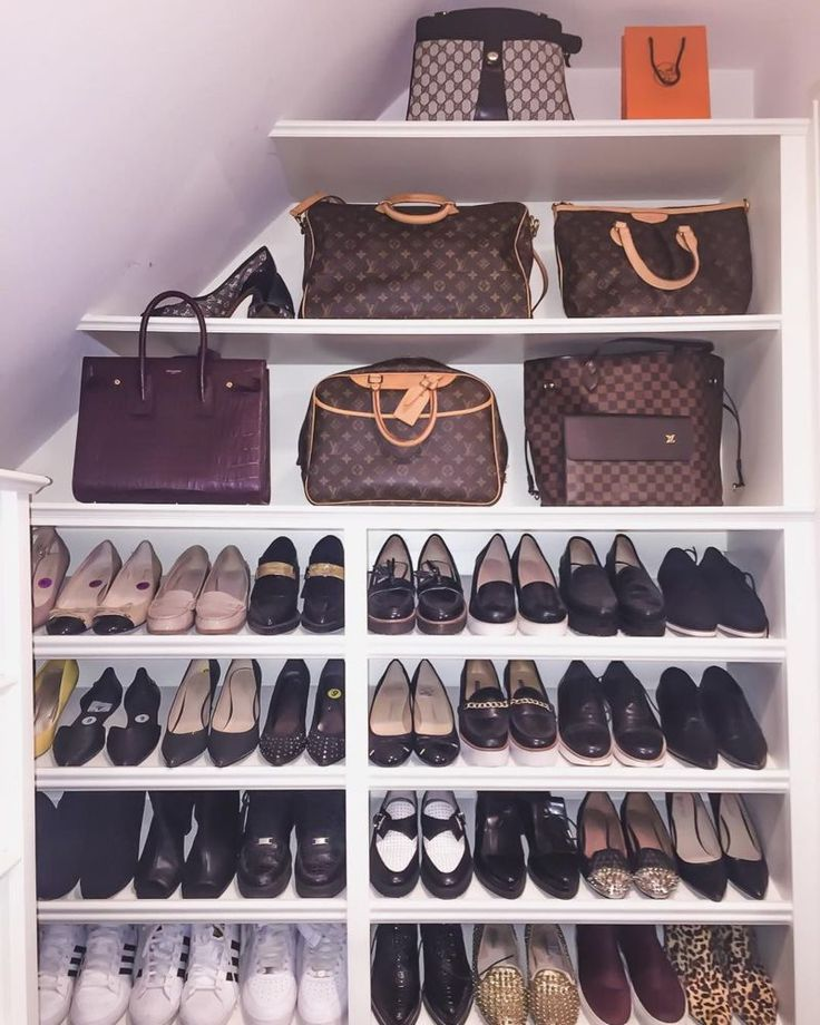 lol isn't this cute! If my closet was small, I'd arrange something similar. But thankful I have an entire section for bags separate from my shoes!