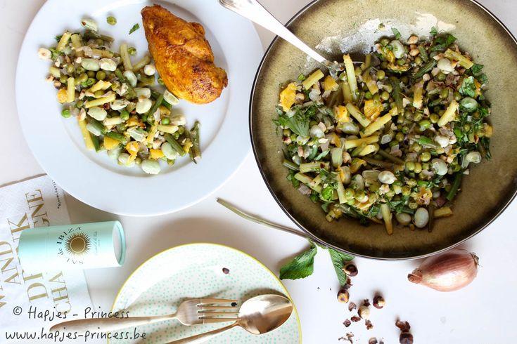 Een lekker recept sperziebonen met sinaasappel en hazelnoten. Heerlijk en gezond bijgerecht bij een stukje kip. Enkel groene boontjes, boterbonen, sinaasappel en geroosterde hazelnoten gaan in deze salade.
