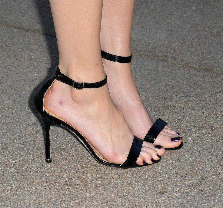 Mandy Moore's Feet