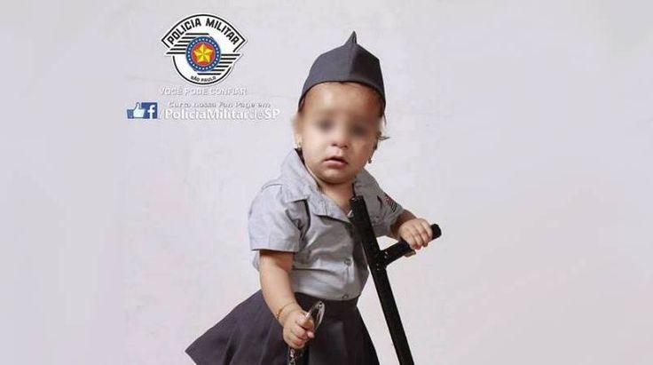 Na noite da última terça-feira, 2, o perfil da polícia militar paulista no Twitter divulgou imagem de um bebê fardado, segurando cassetete e uma algema. Com a hashtag #podeconfiarpmesp, a foto circula pelas redes sociais em meio a críticas e mensagens que questionam o objetivo da postagem.