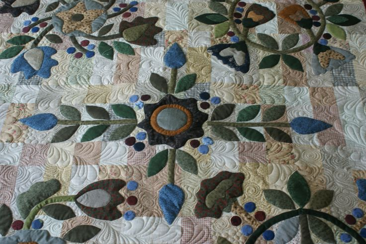 Pieced  and Appliqued by Lynette Heyes.Quilted by Merle Gilson.