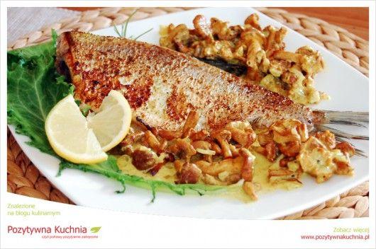 Krąp w sosie kurkowym - #przepis na #obiad  http://pozytywnakuchnia.pl/krap-w-sosie-kurkowym/  #krap #ryba #kuchnia #grzyby #kurki