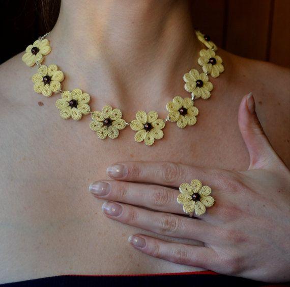 Collana di gioielli per la sua prima carta di di QuilledWonderland