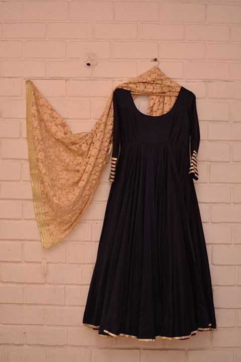 Black & gold anarkali with lace dupatta - want this in my closet! So good for winter weddings. For more from this designer, go to thedelhibride.com