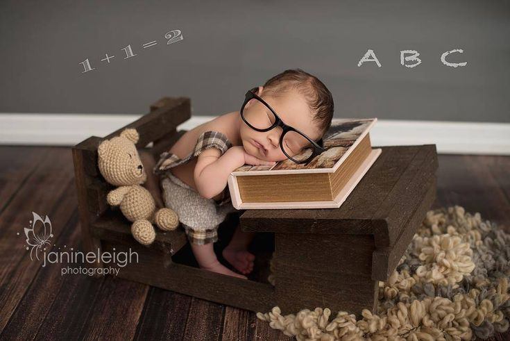 This beautiful rustic style photo prop desk is perfect for babies to take a little nap