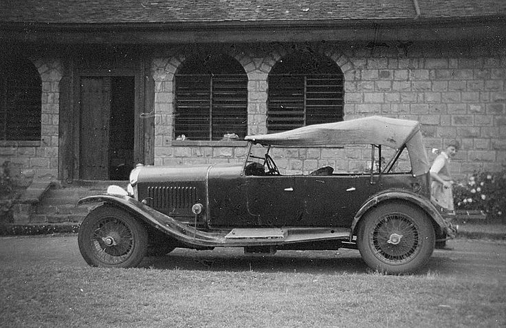 The Pembroke House Bentley (Subsequently identified as a 1928 vintage 4-1/2 litre and living in Guernsey)