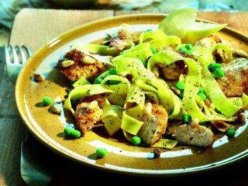 Tagliatelle met gegrilde kip en pijnboompitten - Italiaanse recepten - Hoogvliet websuper