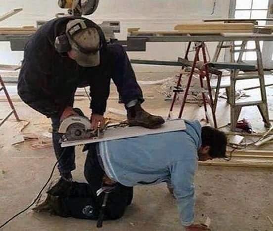 Von seinem Kollegen, dem er blind vertraute. | 27 Bauarbeiter, die ihrer Krankenschwester nur ein Foto zeigen müssen