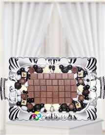 bu özel günlerinizde çeşitli çikolata ve tepsi seçeneklerimizle yanınızdayız,Söz çikolatasının yanında söz çiçeğinizi de takım olarak alabilirsiniz