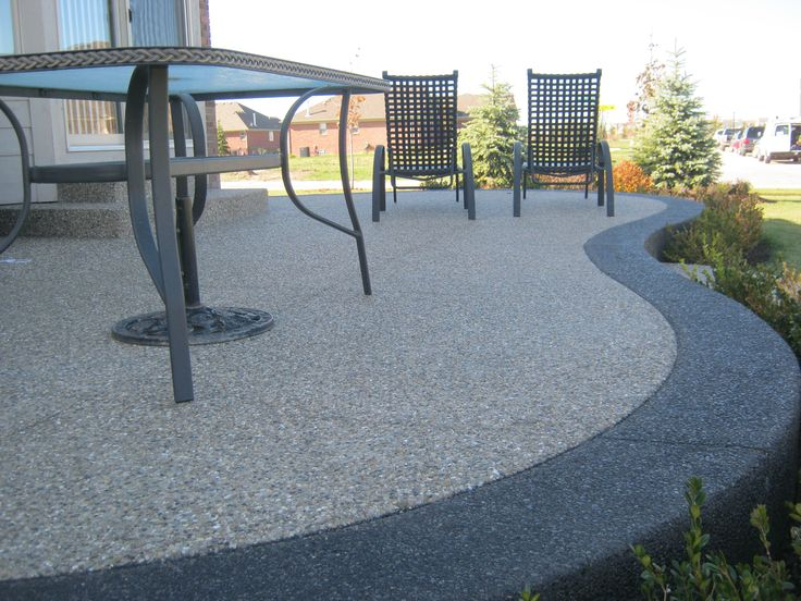 Exposed aggregate - traditional color inset with black #aggregate band. #concrete