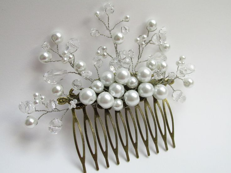 Hair comb with pearls and crystals Pieptene par cu perle si cristale Can be ordered here: https://www.facebook.com/handmadebutic