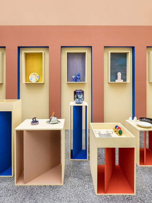La Boutique Haute En Couleur De Pierre Yovanovitch Pour La Villa Noailles With Images Pierre Yovanovitch Cobalt Blue Decor Kids Clothing Store Design