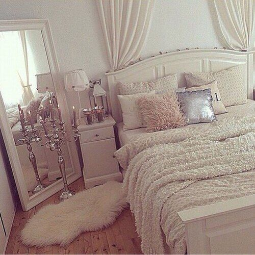 Tip: if you have a small room you should include a lot of white to make it look bigger