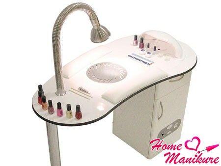 удобный функциональный маникюрный стол