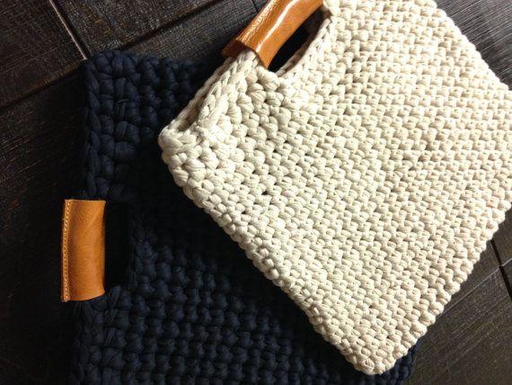 Stylish crochet bag with real leather handles, chunky crochet laptop case, trendy crochet bag, real leather and chunky crochet handbag,…