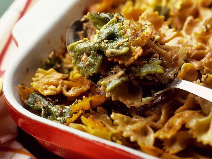 Tee helppo arkiruoka pastasta ja tonnikalasta. Annoksesta syntyy kuusi annosta; tonni-kalapastalaatikkoa voi myös pakastaa.