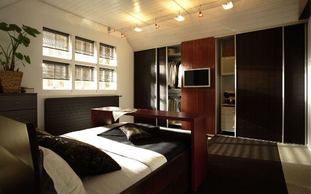 Strakke schuifdeurkasten in uw slaapkamer; stijlvol en zéér efficiënt en ruimtebesparend. U kunt zelf de materialen, indeling etc. bepalen. Ideaal voor in elke kamer! http://www.comfortinstijl.nl/slaapkamerkast-op-maat/ #slaapkamer #kasten