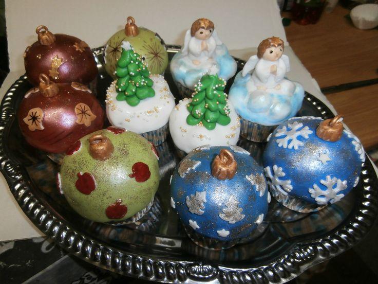 vánoční zdobené muffiny -cup cakes