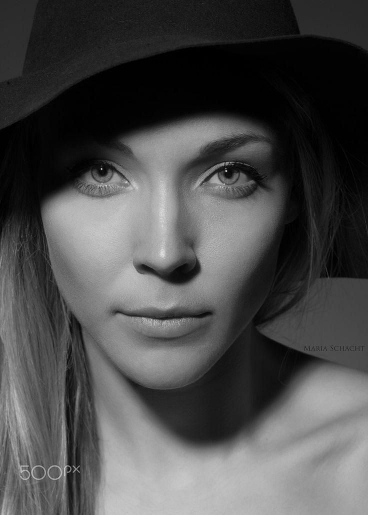 HAT - Model: Laura #beauty #beautiful #hat #shoot #photoshoot #model #eyes #bw #monochrome #blonde #portrait #closeup #headshot #studio #clean