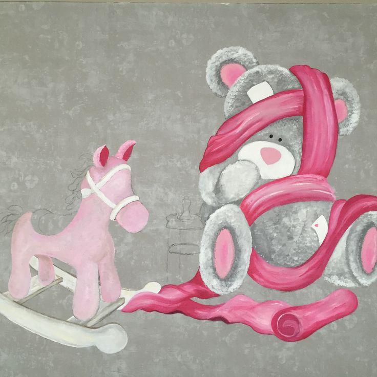Bezig met een muurschildering voor mijn nog niet geboren kleindochter