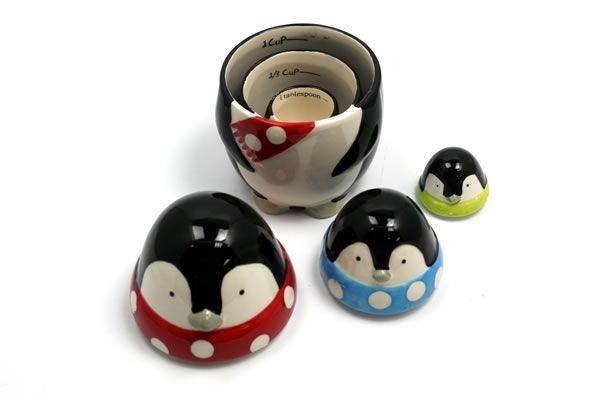 Nesting Penguin measuring cups