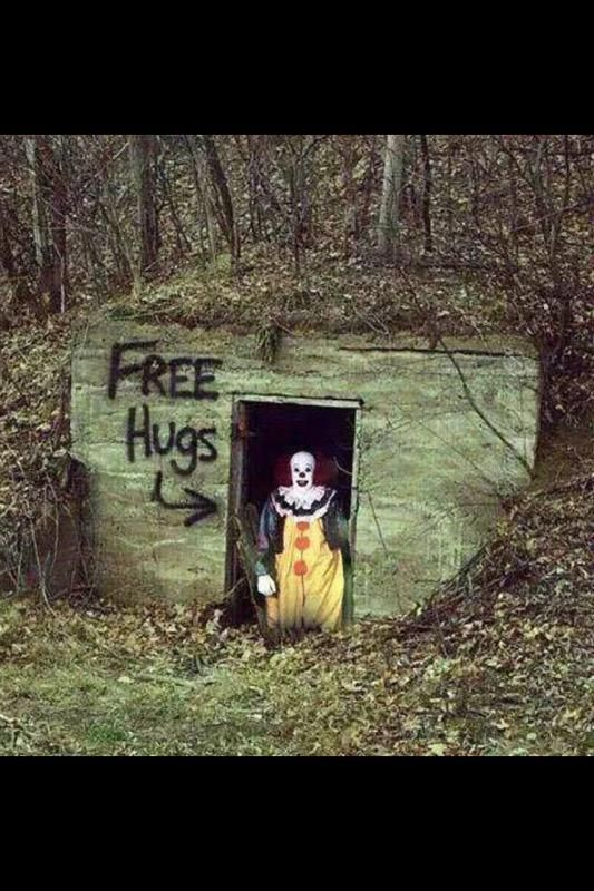 Scary clown - Free hugs! Meme Yay!