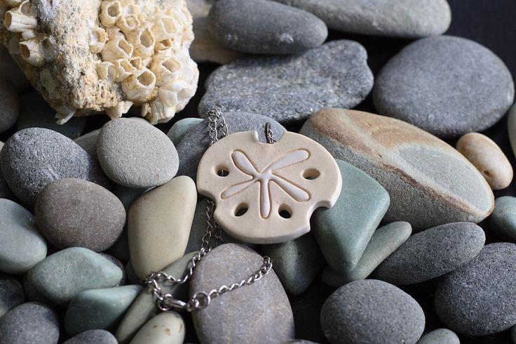 Playa de arena dólar jóias - cerámica de VumbacaWhiteJewelry en Etsy https://www.etsy.com/es/listing/88214149/playa-de-arena-dolar-joias-ceramica