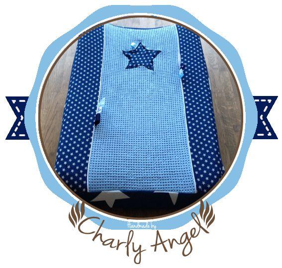 Kraamcadeau voor baby's: Aankleedkussenhoes van Wafelstof (licht blauw) en Jeans/Spijkerstof (sterretjes). Handgemaakt van stoffen.