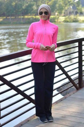 sporty style hijab outfit- New street looks by Leena Asaad http://www.justtrendygirls.com/new-street-looks-by-leena-asaad/