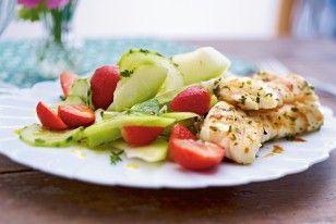 Kräuterfisch mit Erdbeer-Gurken-Salat Rezept #lunch