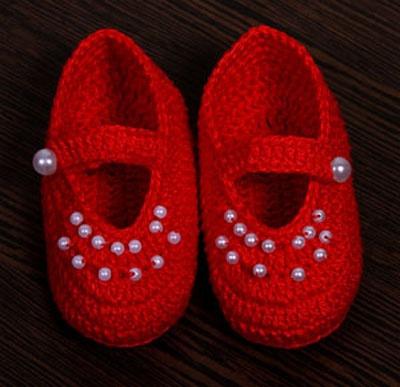 Crochet feito à mão com pérolas  Handmade crochet with pearls