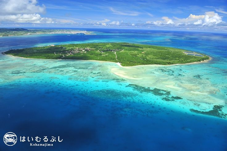 竹富島の空撮。奥に見えるのは石垣島の市内です。 石垣港~竹富港まで約10分。30分毎に高速船が出航しています。 #Sightseeing