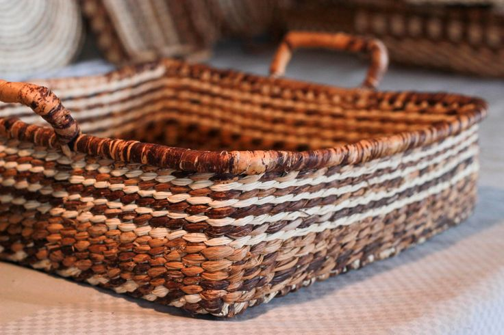 Hand Made Baskets for Bread / Fruit, hand-woven dedicatedly with straw shawl. (Paja Toquilla) de TheArtisansGalleryEC en Etsy