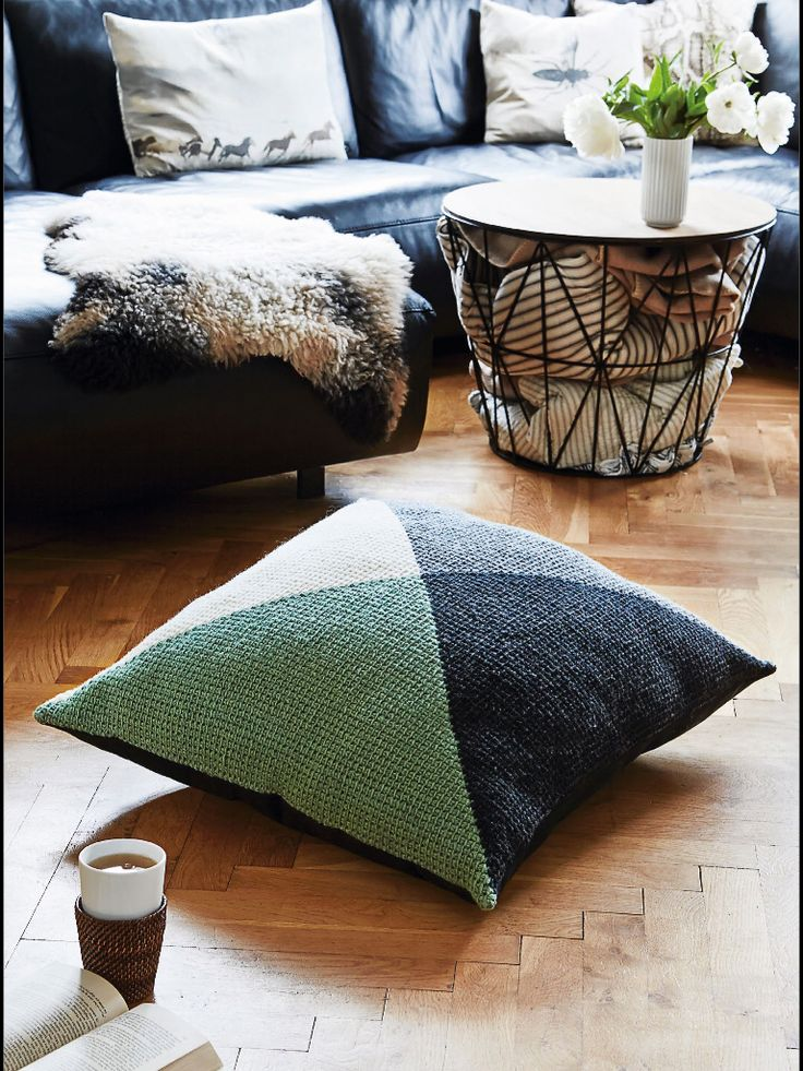 Love the idea with blankets in the table