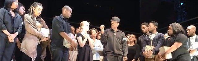 Bellísimo alegato de Denzel Washington a un grupo de actores jóvenes instándoles a rezar cada mañana