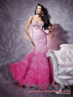 Definitely Diva! The embellished sweetheart bodice and form fitting drop-waist gives you CURVES in all the right places! Love #TonyBowls: Fashion, Strapless Sweetheart, Gala Dresses, Tony Bowls, Tonybowls, Pink, Prom Dresses, Le Gala, Bowls Le
