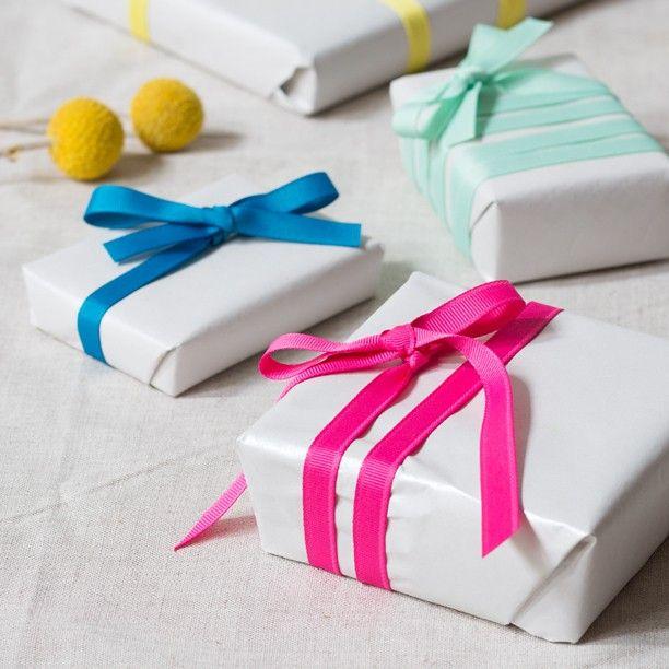 Delicate silk ribbons in various colours. Price DKK 498 / SEK 690 / NOK 658 / EUR 072 / ISK 147 / GBP 0.57  #giftwrapping #silkribbons #birthday #present #diy #inspiration #sostrenegrene #søstrenegrene #grenediy