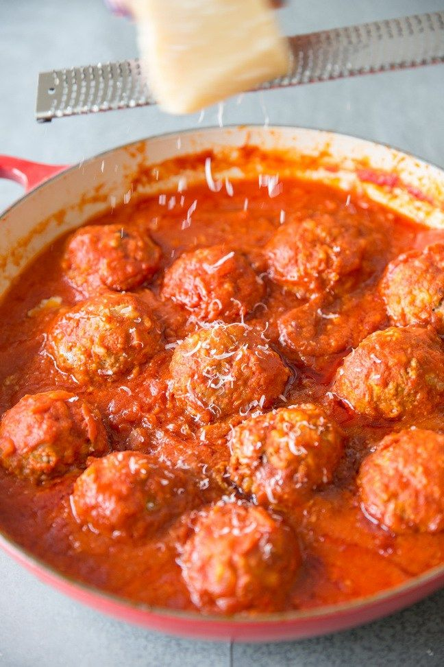 Russian Meatballs with Rice in Tomato Sauce is a traditional, hearty meat course where moist & tender meatballs are cooked in delicious tomato based sauce.