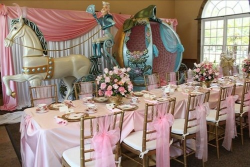 6.  Cinderella ~ Disney Cinderella Birthday Party ~ This is such an over the top Cinderella bithday party that I couldn't help but show you.  So, here's a Cinderella Glass Slipper Ball that's not so over the top and had some really fun ideas as well.