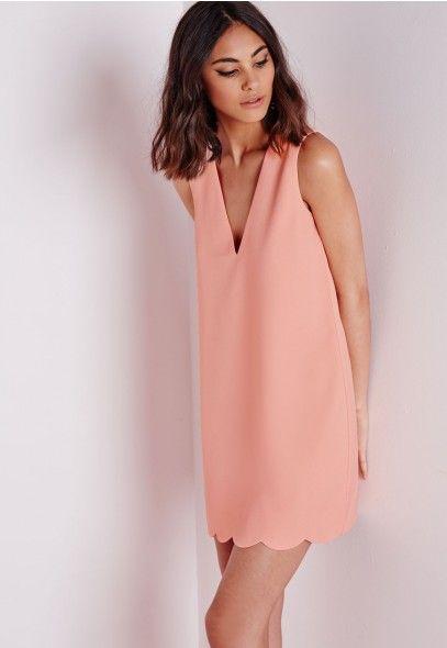 Robe droite festonnée rose décolleté plongeant - Robes - Robes droites - Missguided
